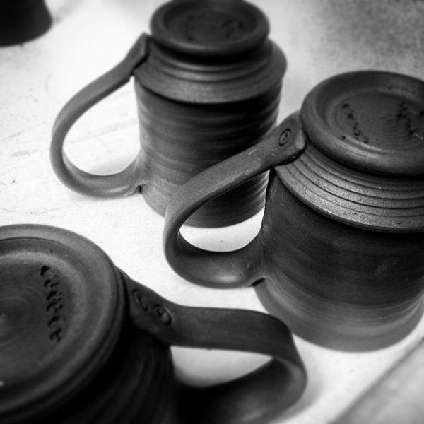 夜仕事で工房へ今夜の作業メニューはマグカップの取っ手付け#マグカップ#コーヒー #アトリエショップCOCOCO#コココ#COCOCO#紅型陶器#陶器 #陶芸#沖縄 #okinawa