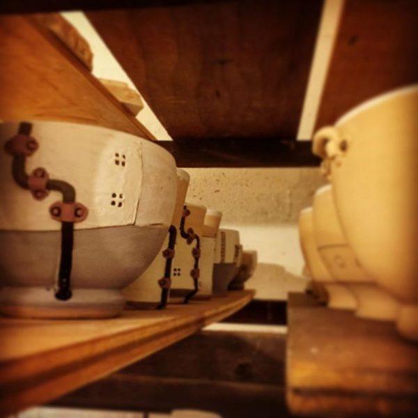 窯入れ待ちの器たち#アトリエショップCOCOCO#コココ#COCOCO#紅型陶器#陶器 #陶芸#沖縄 #okinawa