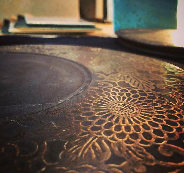 紅型陶器とは、沖縄の紅型と陶芸のコラボ